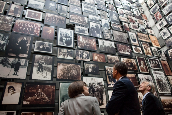 holocaust museumObama-and-Wiesel-at-Holocaust-Memorial-Museum-with-museum-director-Sara-Bloomfield-photo-by-Pete-Souza