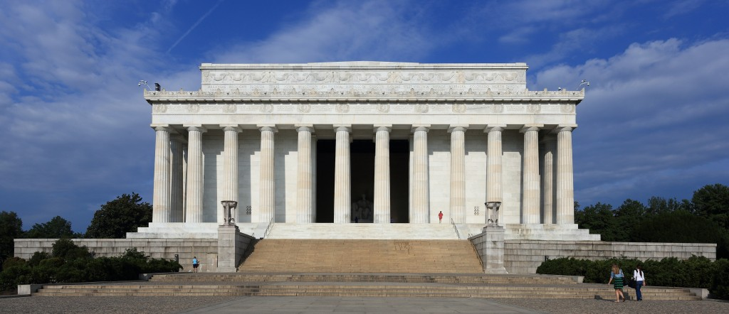 Lincoln_Memorial_east_side